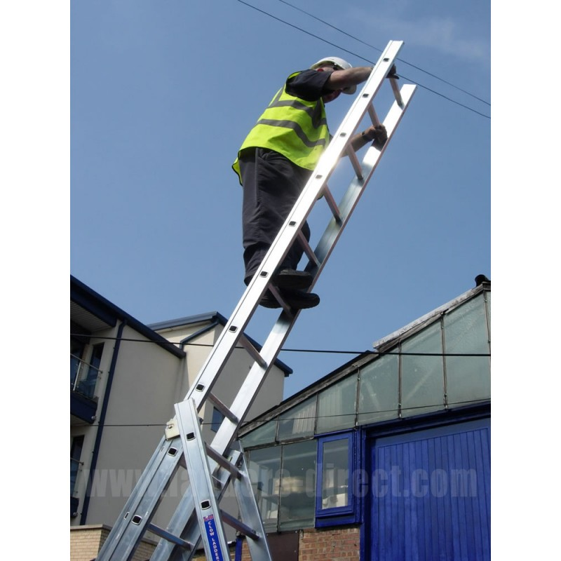 Clow Reach A Light Combination Ladder To En131 Ladders
